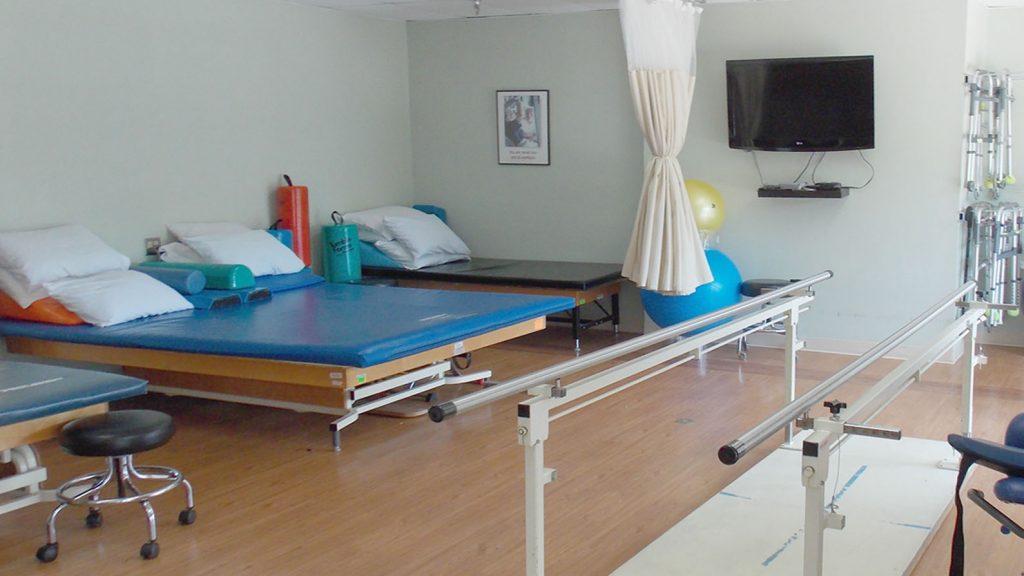 DSCN0017 therapy gym web